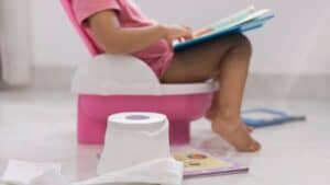 toddler learning how to use the potty